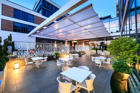 Retractable Awning for restaurants and residentials