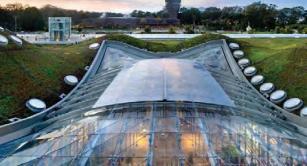 Retractable roof at CAS Atrium